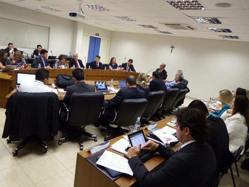 No dia 07 diretores e assessores jurídicos debateram a pauta que foi discutida no dia 08, com a presença dos presidentes dos Regionais, no Plenário do CRCES.